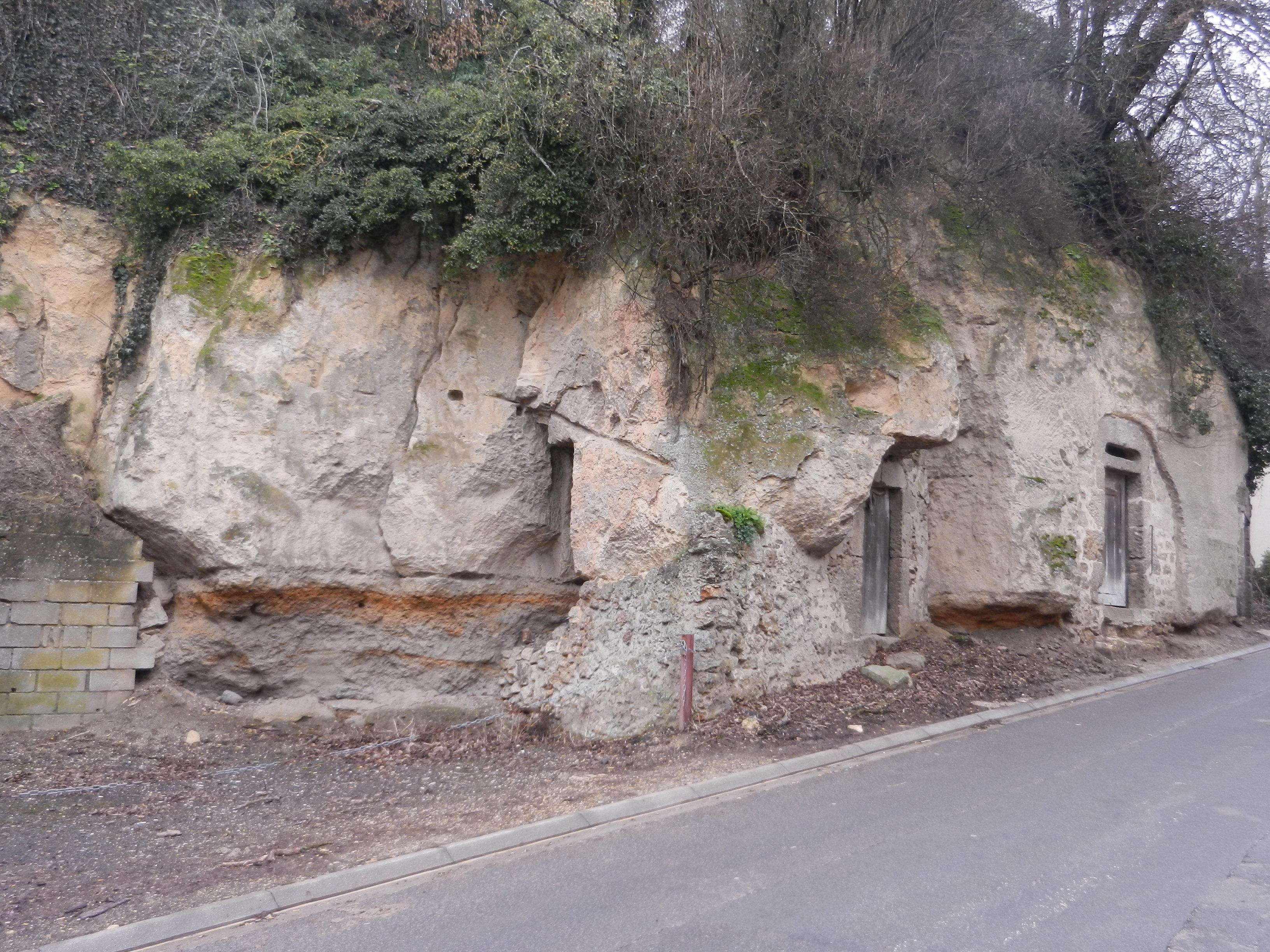 caves-sur-la-route-de-belval